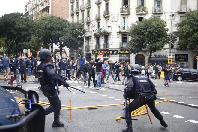 Antidisturbios de la Policía Nacional, durante una de las actuaciones...