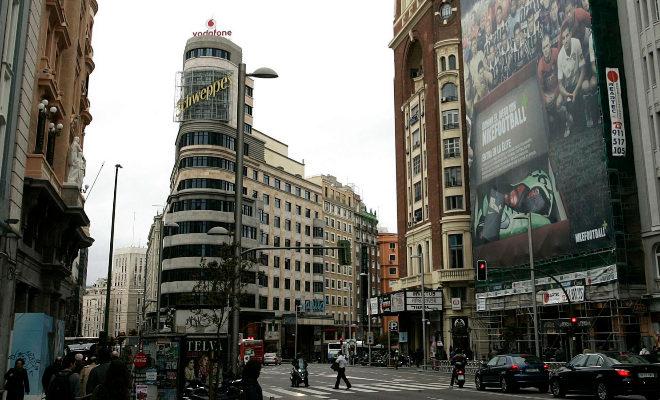 La comunidad de madrid declara el edificio capitol bien de for Edificio de la comunidad de madrid