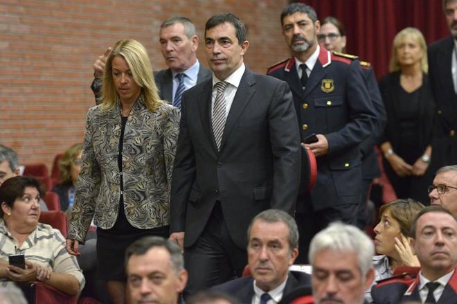 La ex directora de la Escuela de Policía de los Mossos, el ex director de los Mossos Pere Soler y el ex major, Josep Lluís Trapero, en un acto oficial