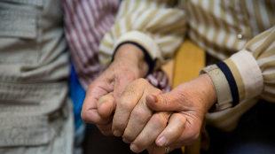 Las mujeres invisibles que sostienen la vida: ¿por qué cuidan ellas?