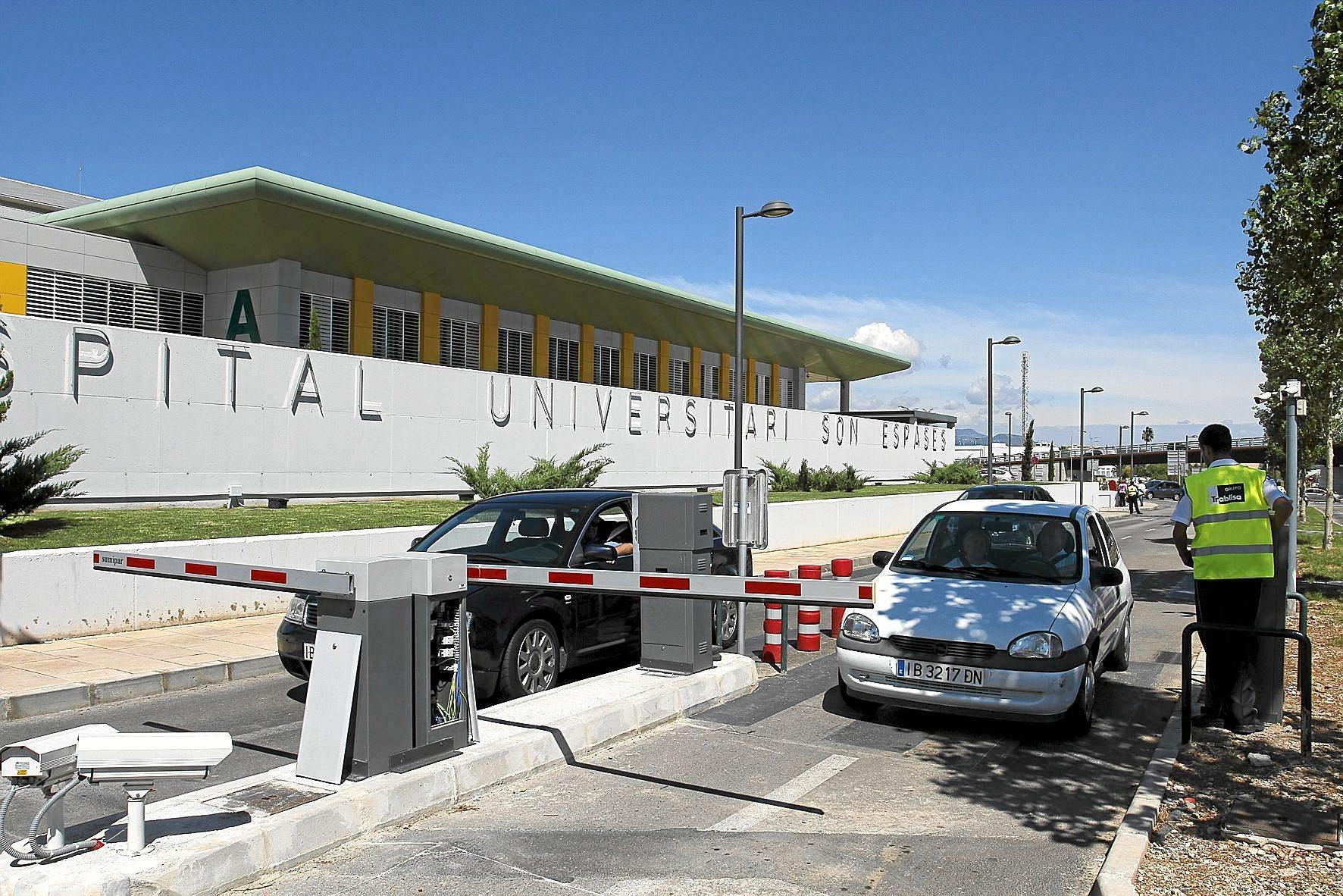 Barrera de acceso al parking del hospital de Son Espases.