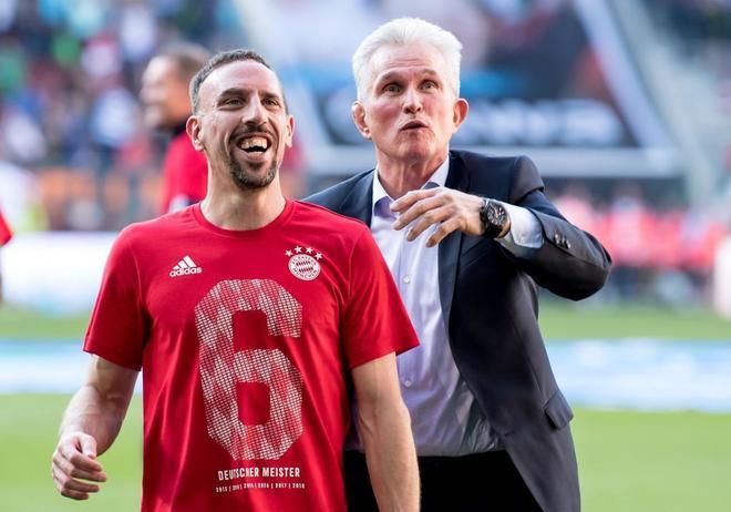 Jupp Heynckes y Ribery celebran el título del Bayern.