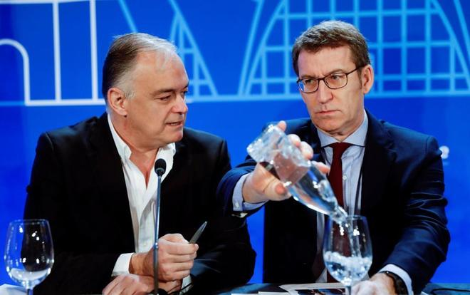 El eurodiputado, Esteban González Pons, junto al presidente de la Xunta de Galicia, Alberto Núñez Feijóo