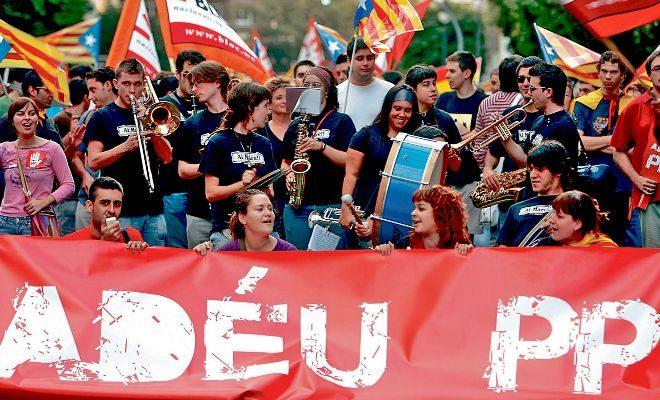 La campaña del Bloc, Adéu PP, en la tomó parte activa el concejal Pere Fuset (izqda.) a quien se atribuyó la parte creativa.