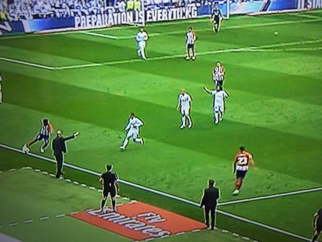 La polémica del derbi: de los posibles penaltis a Kroos y Lucas Vázquez al fuera de juego de Vitolo