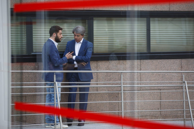 César Zafra y Ángel Garrido mantienen una conversación privada el...