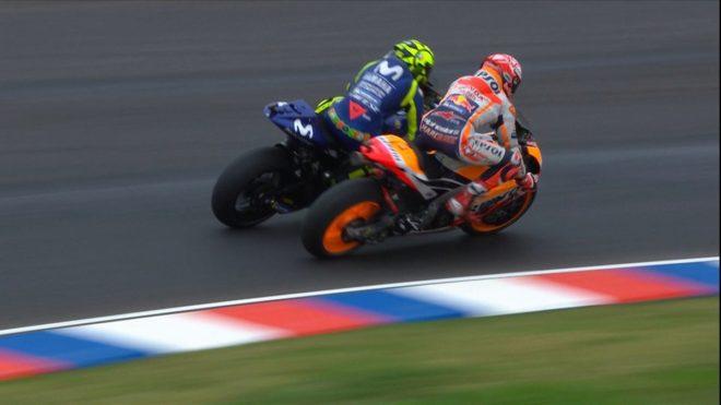 Marquez Intenta Adelantar A Rossi En El Gp De Argentina Y Acaba Tirandolo Motogp