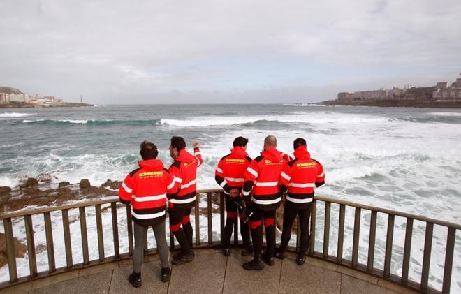 Hallan un cuerpo en la zona de búsqueda de la joven arrastrada por el mar en A Coruña hace 11 días 15232661783148