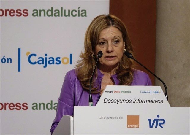 La consejera de Salud de Andalucía, Marina Álvarez, en un momento de su intervención.