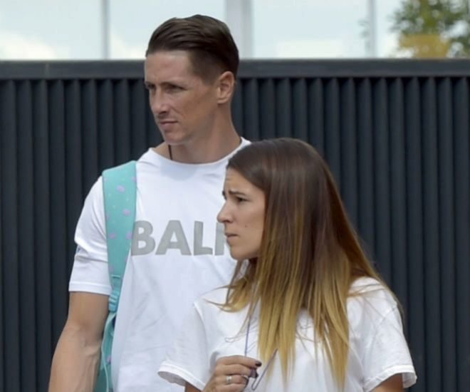 Fernando Torres junto a su mujer, Olalla Domínguez