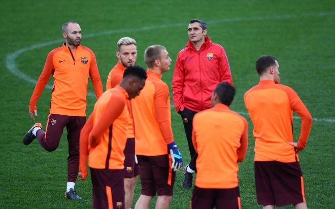 Ernesto Valverde junto a sus jugadores en el Olímpico de Roma