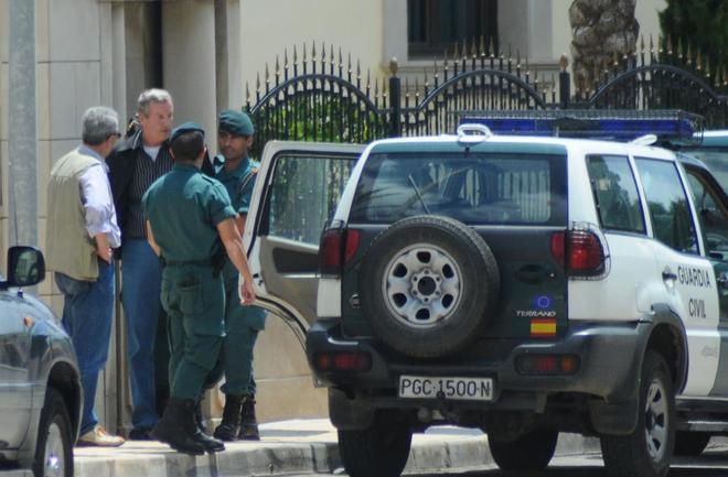 Gennadios Petrov (centro), al ser detenido en el año 2008 en Mallorca.