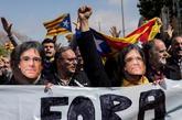 Miembros de los CDR con caretas de Puigdemont en la protesta por la...