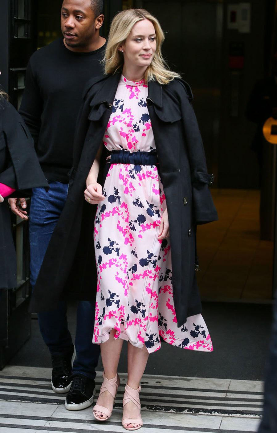 ace4997862 Naomi Watts y otras  celebs  apuestan por el rosa
