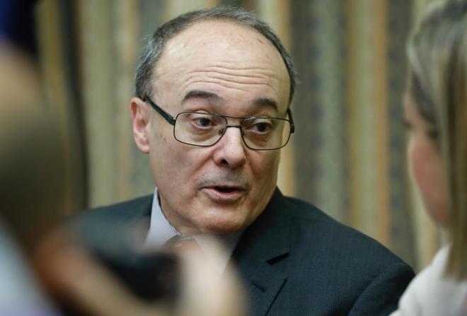 El gobernador del banco de Espana, Luis Maria Linde, comparece en la comision de investigacion de la crisis financiera del Congreso de los Diputados.