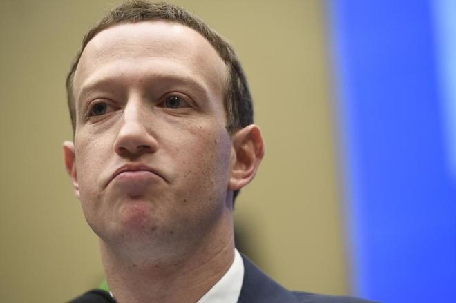 El fundador de Facebook, Mark Zuckerberg, durante la segunda sesión...