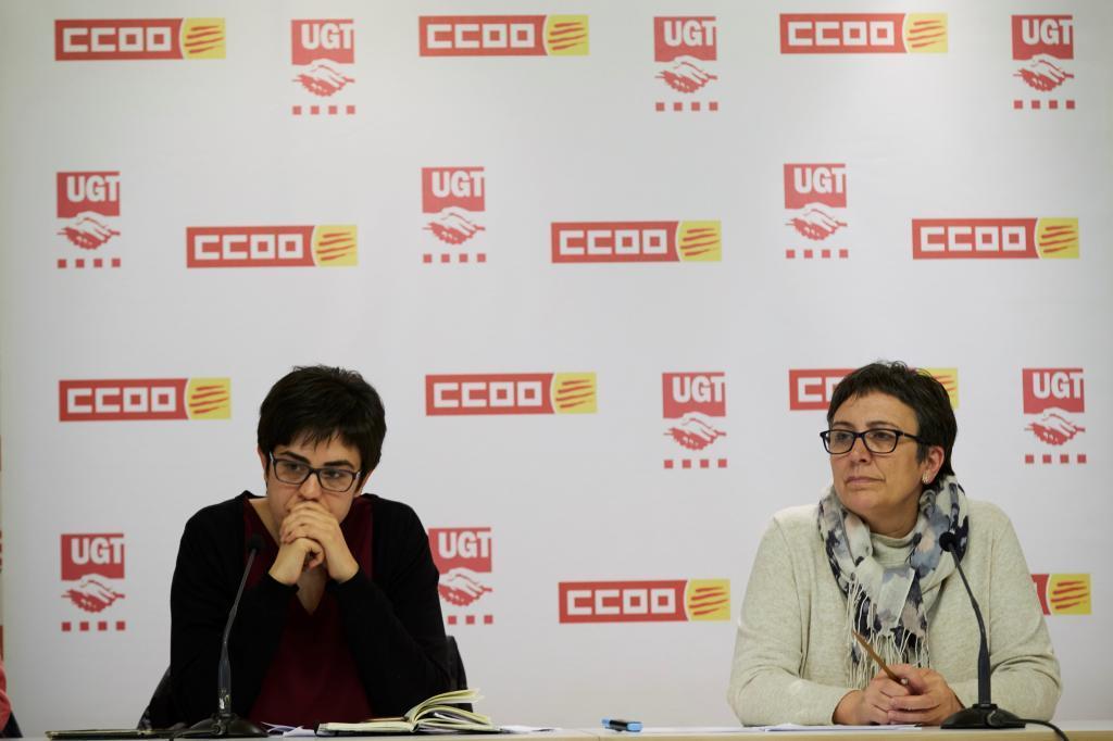 La portavoz de UGT Laura Pelay, con la de CCOO, Montse Ríos, en la...
