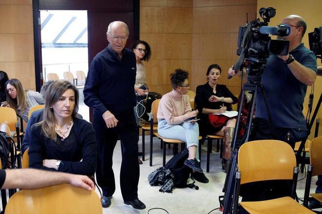 Jacinto Siverio, de 83 años, el pasado 2 de abril, entrando en la sala de la Audiencia Provincial de Santa Cruz de Tenerife.