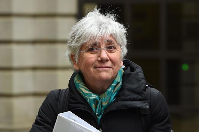 Clara Ponsatí a su llegada hoy al Parlamento de Edimburgo, en...