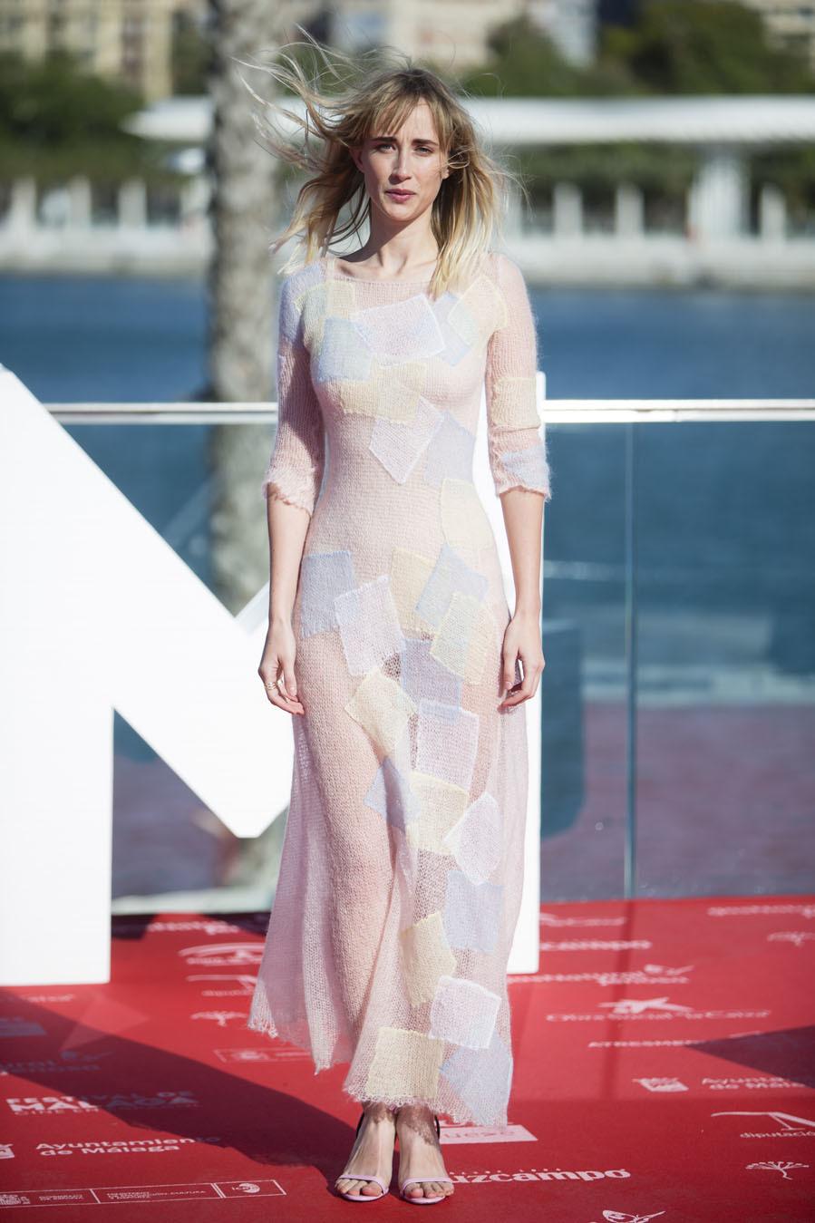 La actriz ha presentado Ana de día con un vaporoso vestido con...