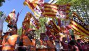 Banderas de UGT y CCOO con los colores de la enseña catalana, en la...