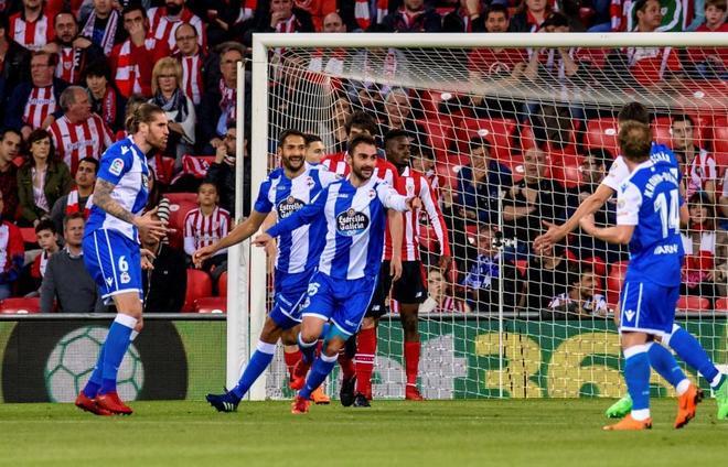 Adrián López celebra el gol marcado contra el Athletic.