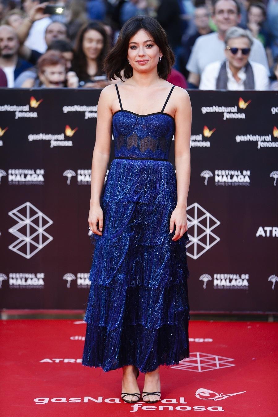 Anna Castillo eligió un vestido de largo midi - el largo de la...