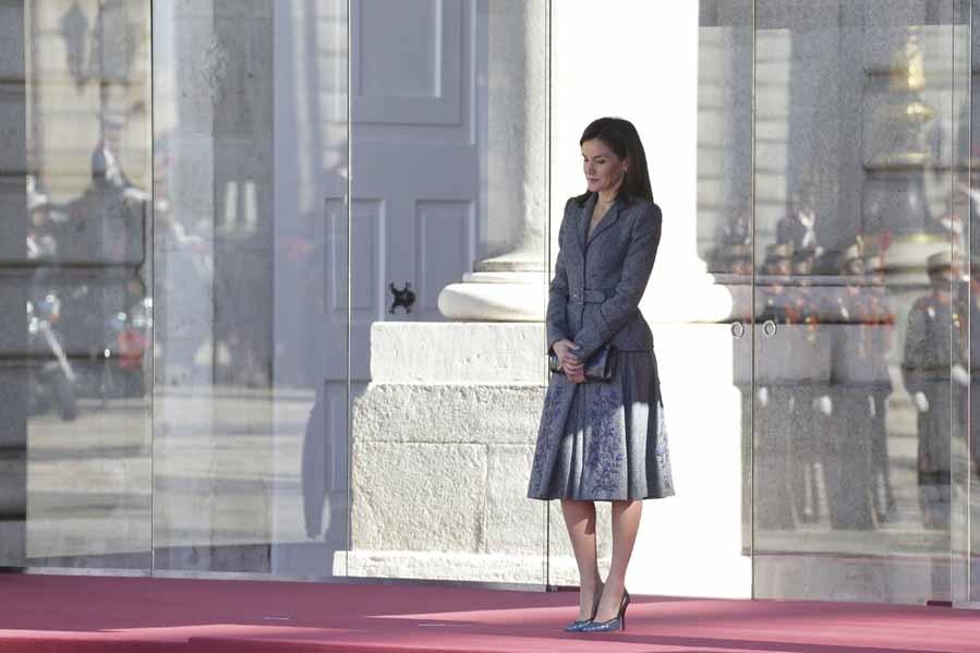 Para recibir al presidente de Portugal Letizia ha rescatado el traje...