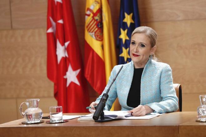 La presidenta de la Comunidad de Madrid, Cristina Cifuentes, en una rueda de prensa.