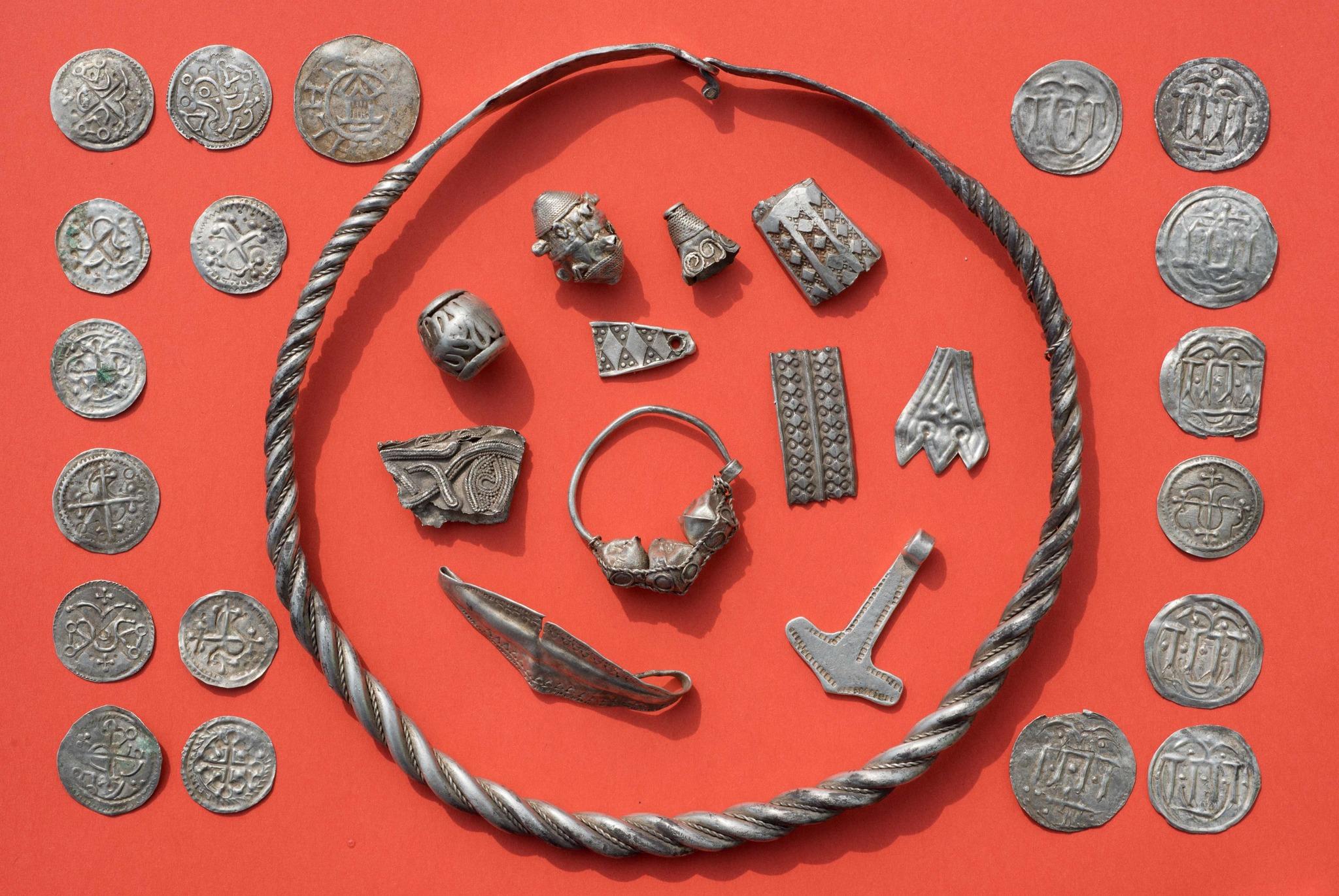 Descubren El Tesoro Oculto Del Mítico Rey Vikingo Harald Bluetooth