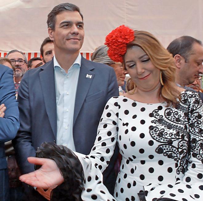La presidenta de Andalucía, Susana Díaz, junto al secretario general...