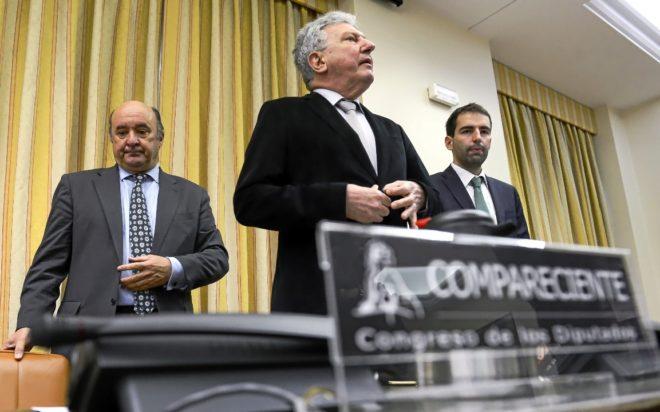 El ex gerente del PP de Madrid, Beltrán Gutiérrez (izda), en la...