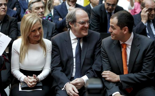 Cristina Cifuentes, Ángel Gabilondo e Ignacio Aguado, en la sede de la Comunidad de Madrid.