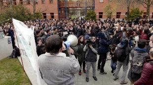 Un grupo de estudiantes de la URJC protesta por las supuestas...