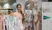 Alicia Cao, con su primera colección de diseños de moda.