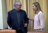 La presidenta del Congreso, Ana Pastor, junto al presidente de la...