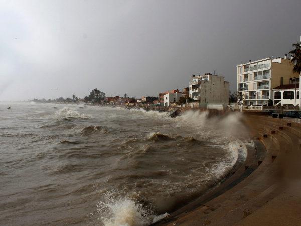 La costa de Burriana durante uno de los temporales del pasado mes de octubre