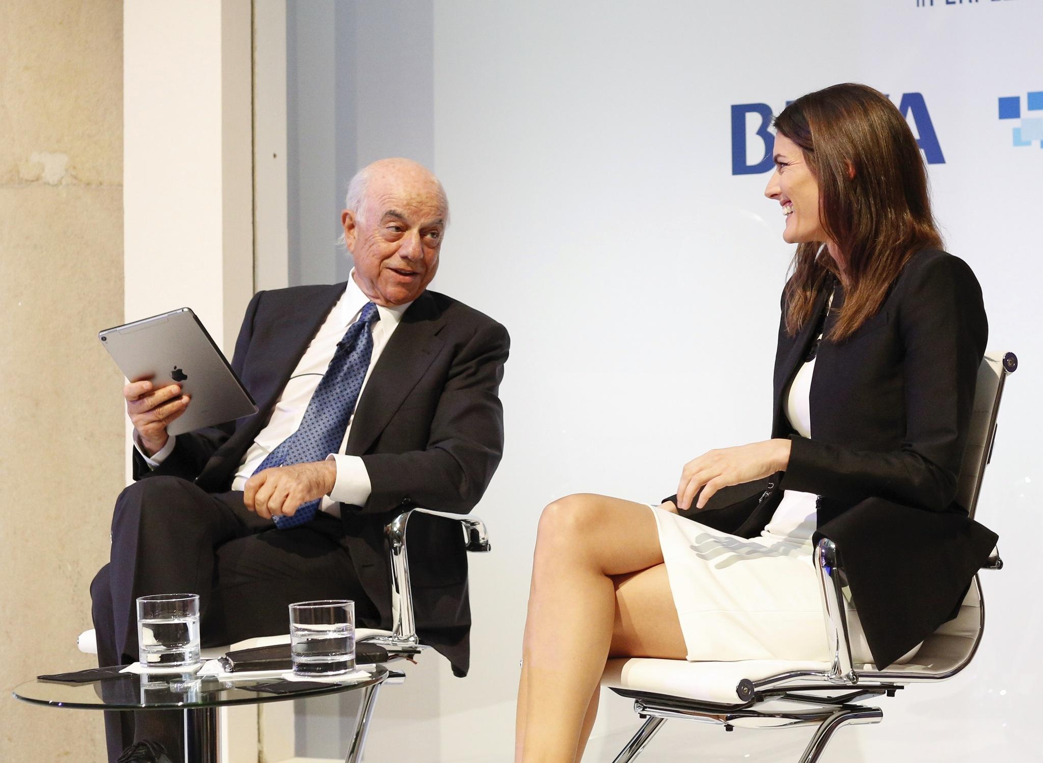El presidente de BBVA, Francisco Gonzalez, y la empresaria Rebeca Minguela, durante la charla sobre gestión de datos.
