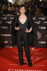 Las actriz es la prueba de cómo derrochar feminidad con un estilismo...