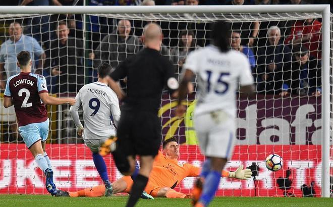 Álvaro Morata falla una ocasión clarísima en el partido ante el Burnley.
