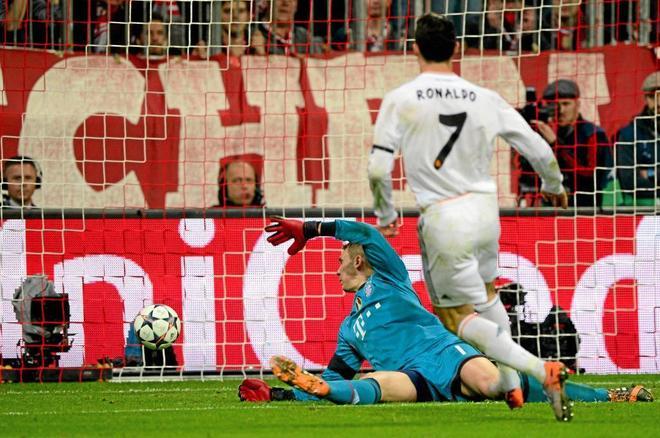 Ronaldo bate a Neuer en el partido de vuelta de la semifinal de la Champions de 2014.