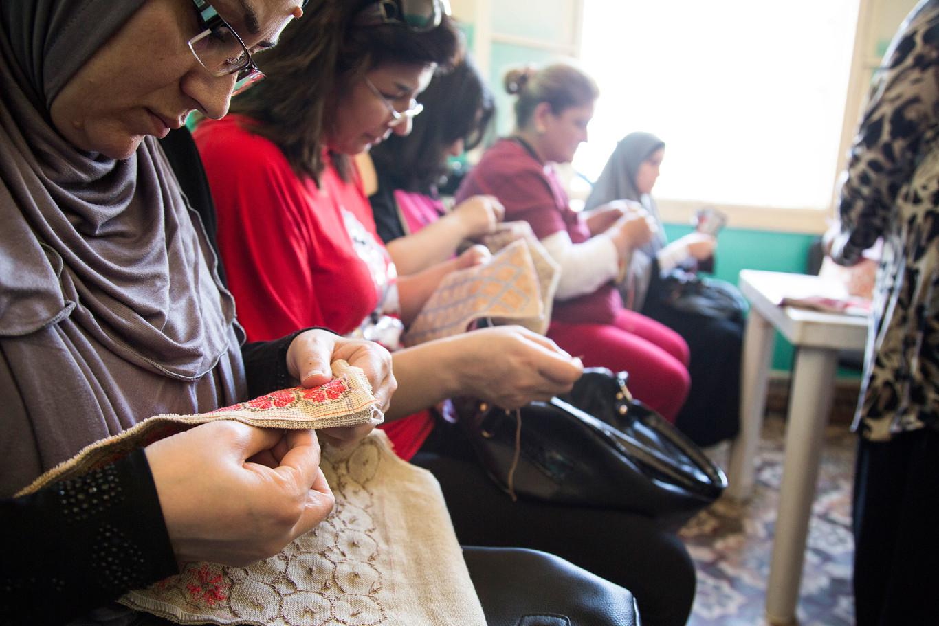 - Mujeres refugiadas sirias en el programa de la Fundación Esperanza Pertusa de Gioseppo.