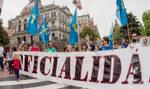 Miles de personas celebran con una marcha el apoyo del PSOE a la oficialidad del asturiano