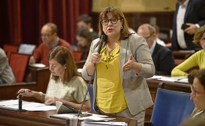 La vicepresidenta del Govern, Bel Busquets (Més), el martes durante el Pleno del Parlament.