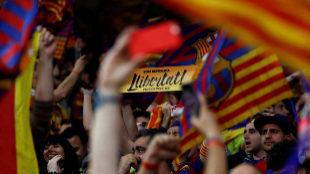 Un aficionado del Barcelona pide la libertad de los 'presos...