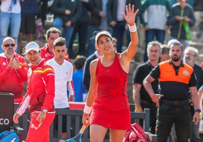 La española Muguruza celebra su victoria en la eliminatoria entre España y Paragua.
