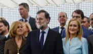 María Dolores de Cospedal, Mariano Rajoy y Cristina Cifuentes durante...