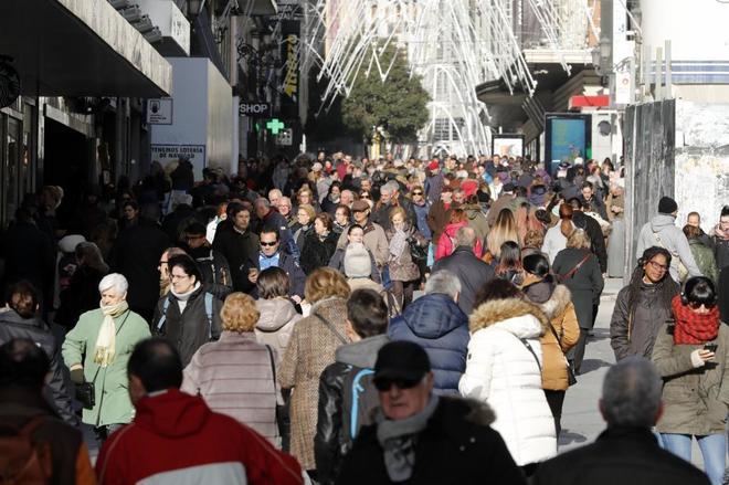 La calle Preciados de Madrid, abarrotada de viandantes el pasado...