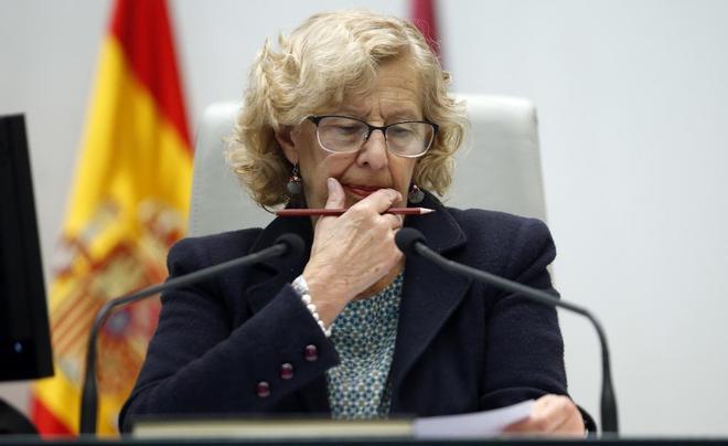 La alcaldesa de Madrid, Manuela Carmena, presidiendo el Pleno del Ayuntamiento.