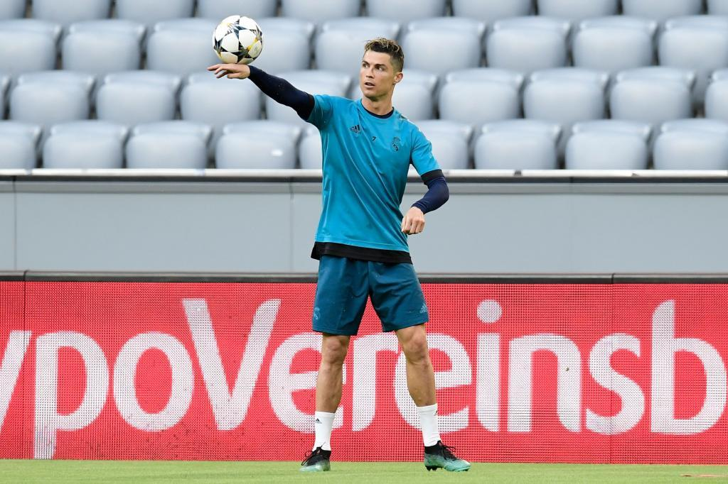 Real Madrid's Portuguese forward Cristiano Ronaldo takes part in a training session on the eve of the UEFA Champions League semi-final first-leg football match FC Bayern Munich v Real Madrid in Munich, southern Germany on April 24, 2018. / AFP PHOTO / JAVIER SORIANO